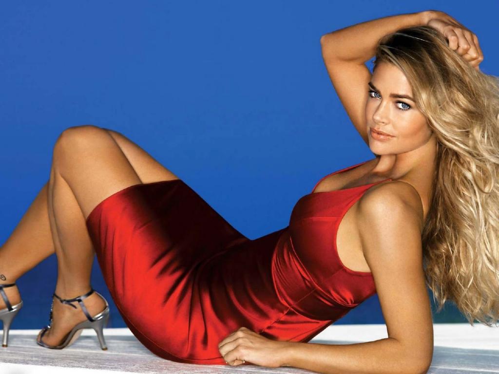 Всяка жена, която иска да бъде забелязана и очарователна, има червена рокля в гардероба си.