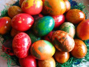 Боядиване на великденски яйца