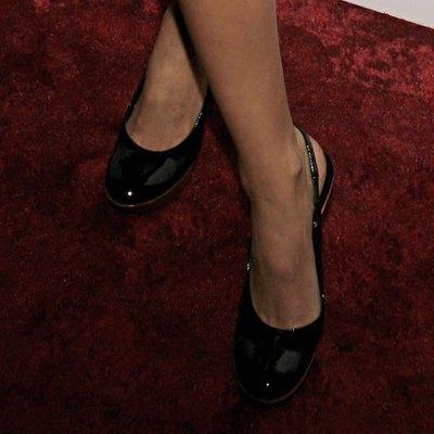Чифт черни обувки на висок ток