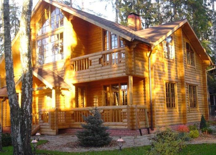 Красива дървена къща