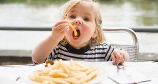 Детето обича картофки