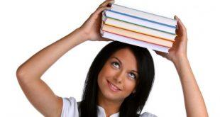 Книгата се слага на главата и се пристъпва като се внимава, тя да не падне от главата.