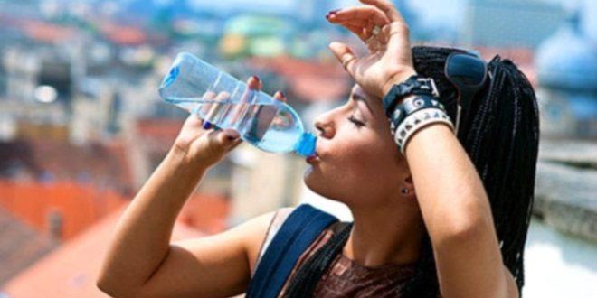 Водата и течностите трябва да се приемат на често и в малки количества