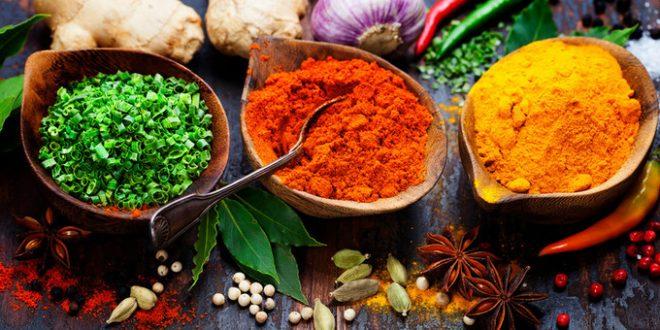 Хранителните подправки се получават главно от растения, които притежават ароматни и вкусови качества