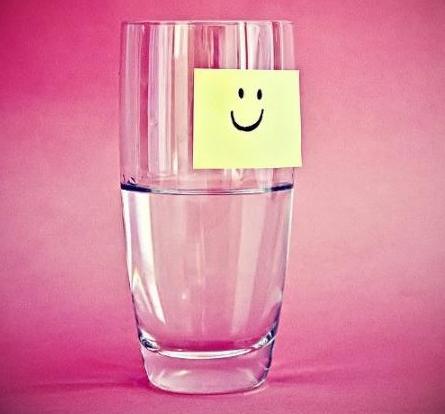 Чаша наполовина пълна