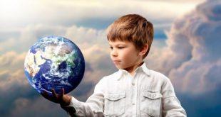 Дете и глобус