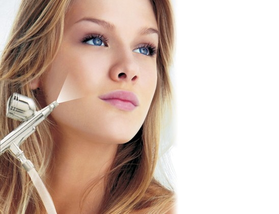 By injecting oxygen into the skin, its cellular breathing improves