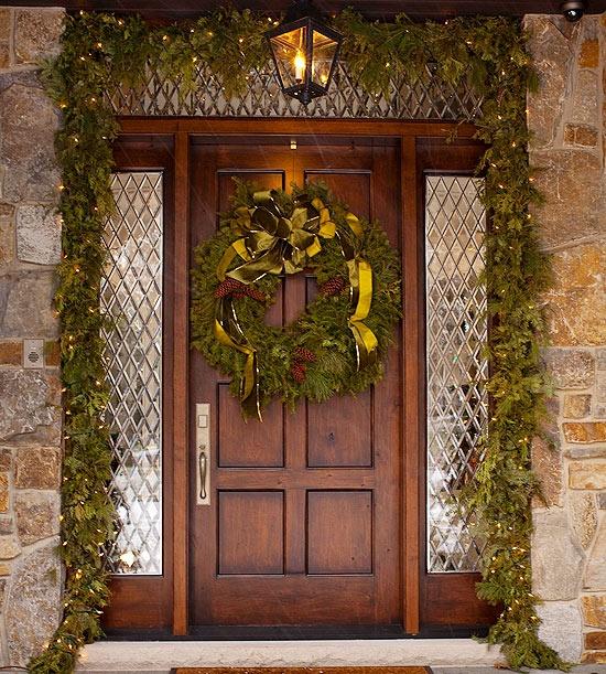 Коледна украса на външна врата
