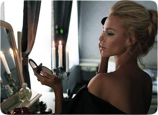 Жена в огледало