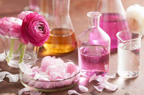 На 100 ml. базово масло се добавят по 20 капки розово масло